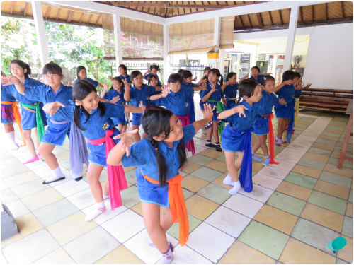 Moving Children in Bali 1
